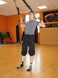 trx squat row gomiti larghi 2