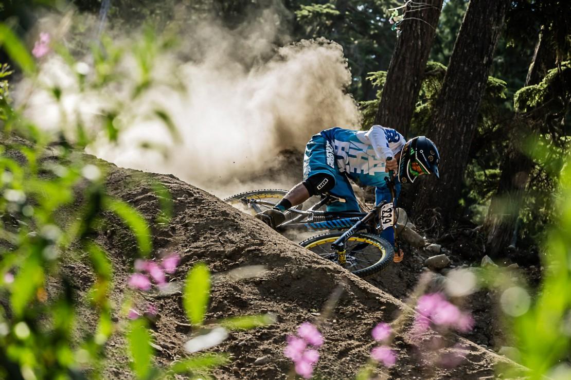 Maxi Dickerhoff testa la nuova Canyon DHX nel Bikepark Whistler