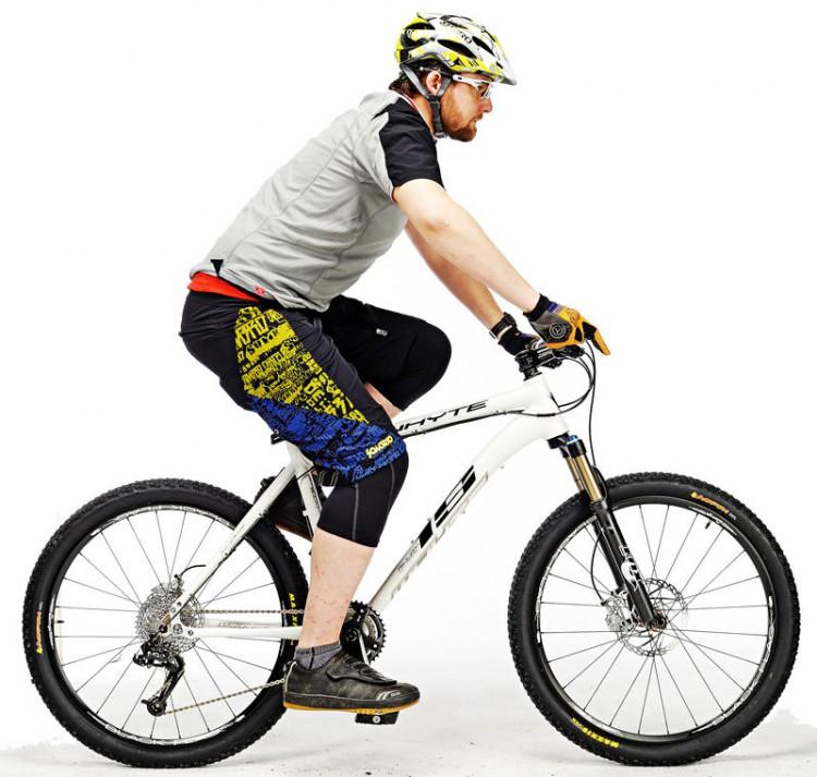 Rider gigante su una bici piccola: non tutti i produttori realizzano biciclette nelle taglie più grandi e più piccoli, per cui rider particolarmente alti o bassi dovranno restringere la loro ricerca ai marchi che offrono la taglia adatta alla propria statura