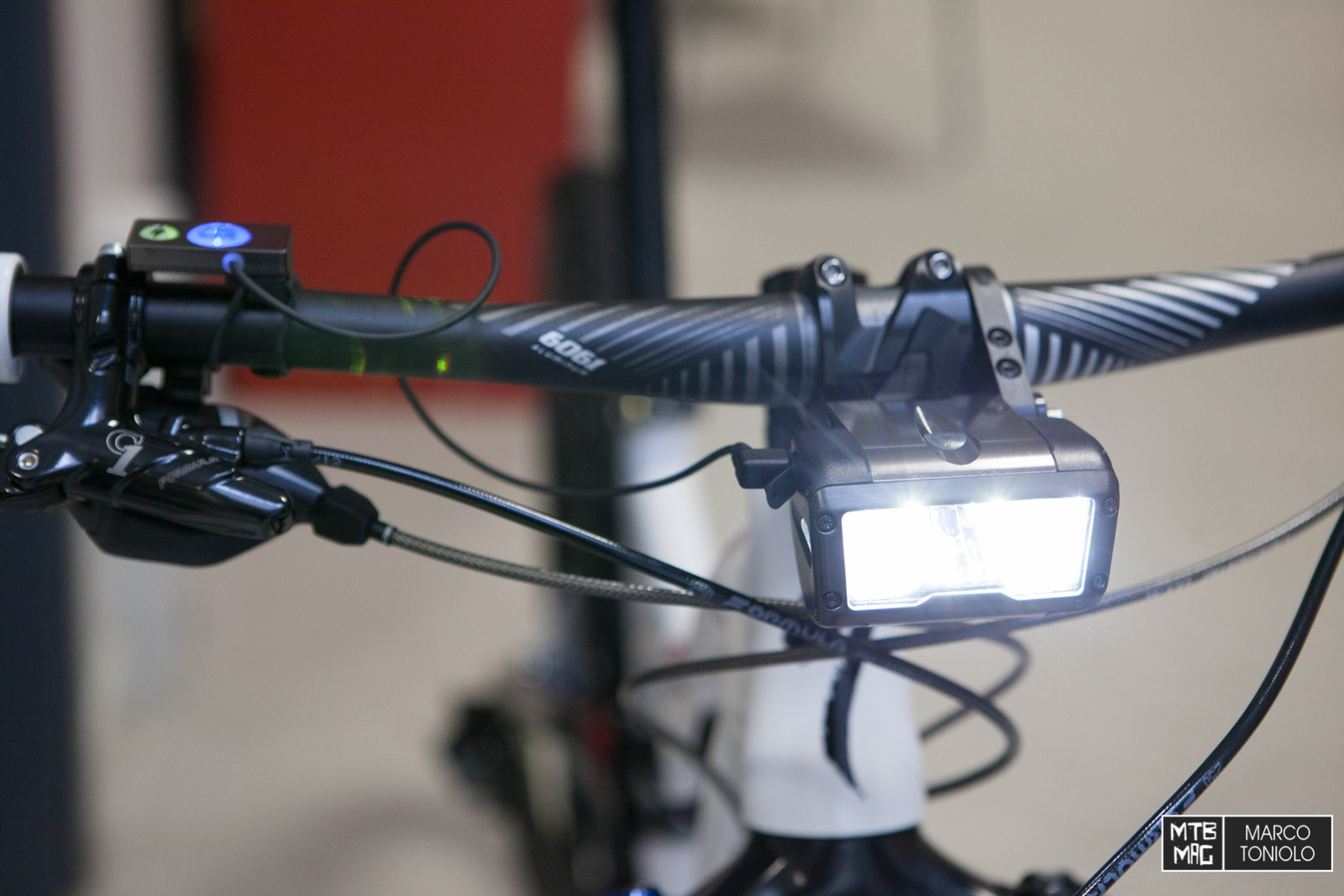 Nuove luci specialized flux mtb mag