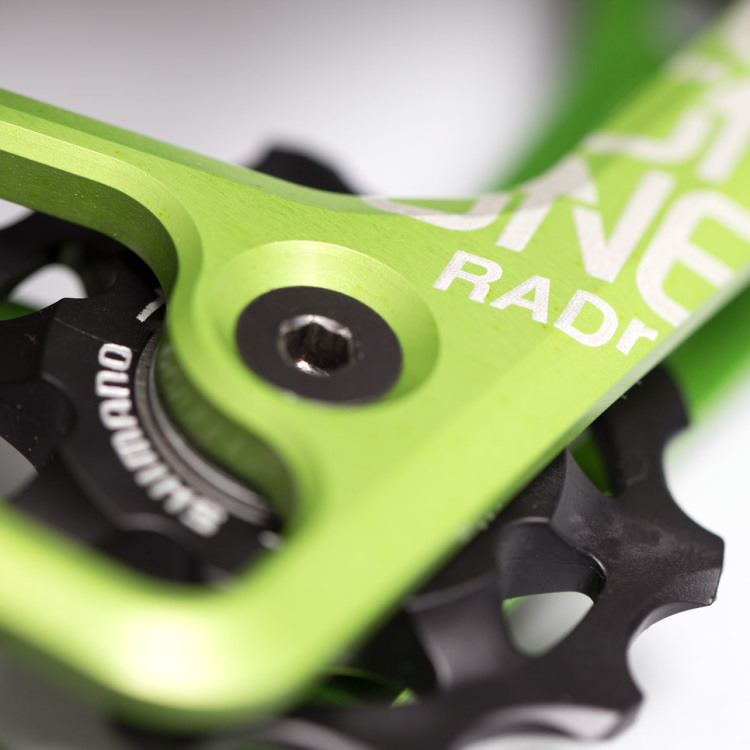 OneUp-Components-RADr-Cage-Saint-Green-Macro-Iso2