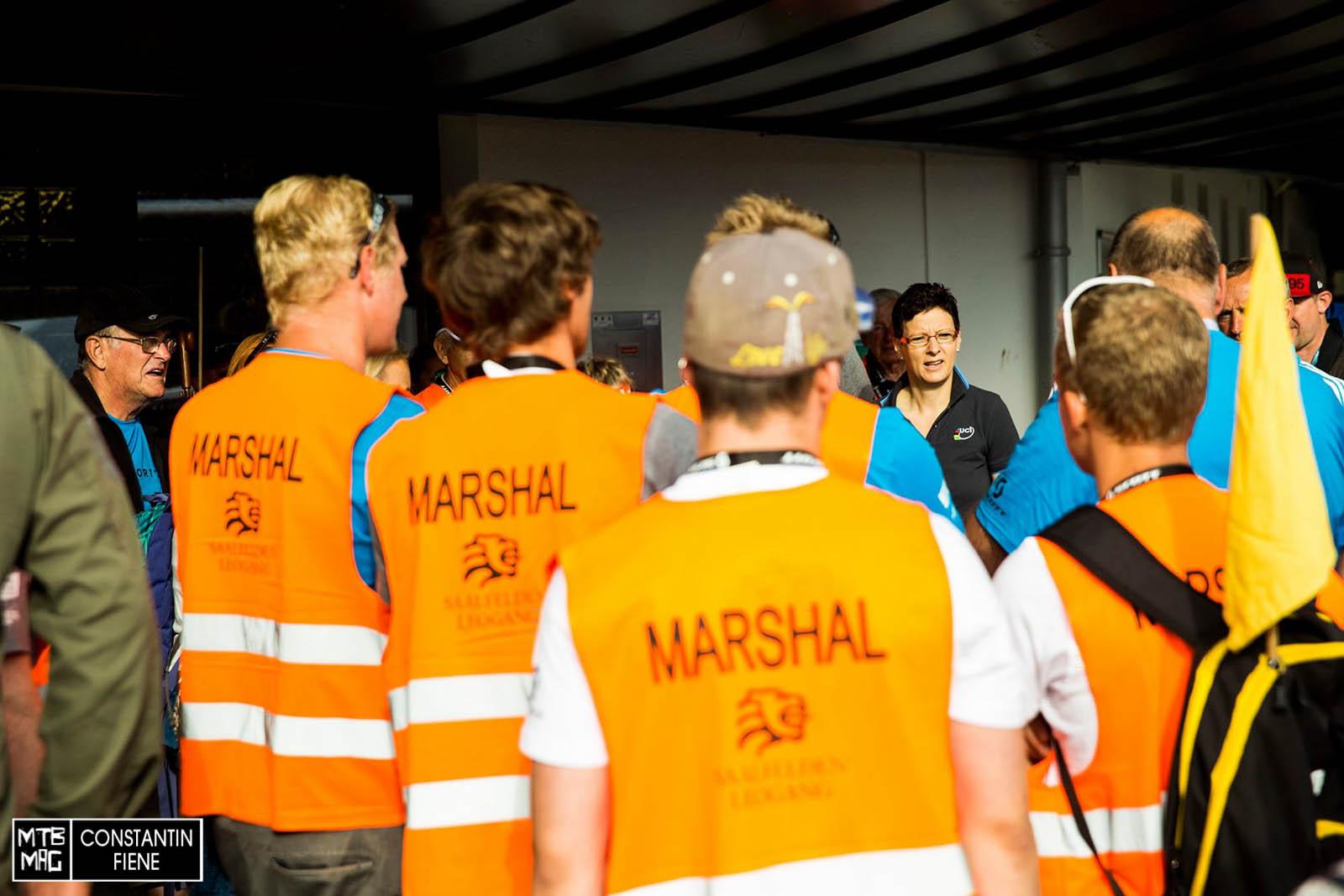 Marshal- Lehrgang durch die UCI in den frühen Morgenstunden.