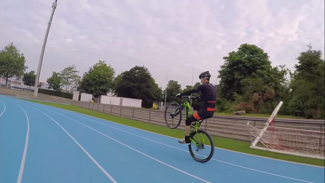 Video The World S Longest Wheelie Mtb Mag Com