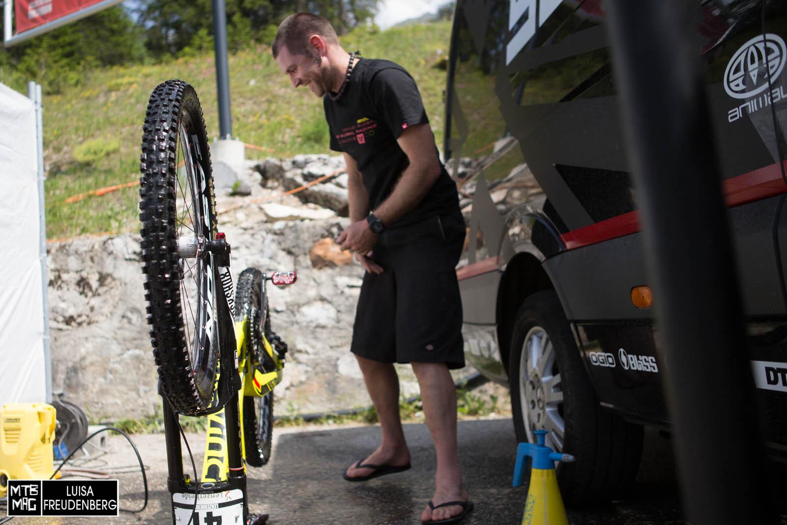 ... und wie immer das gleiche Bild wenn der Tag zu ende geht- It's time for bike wash
