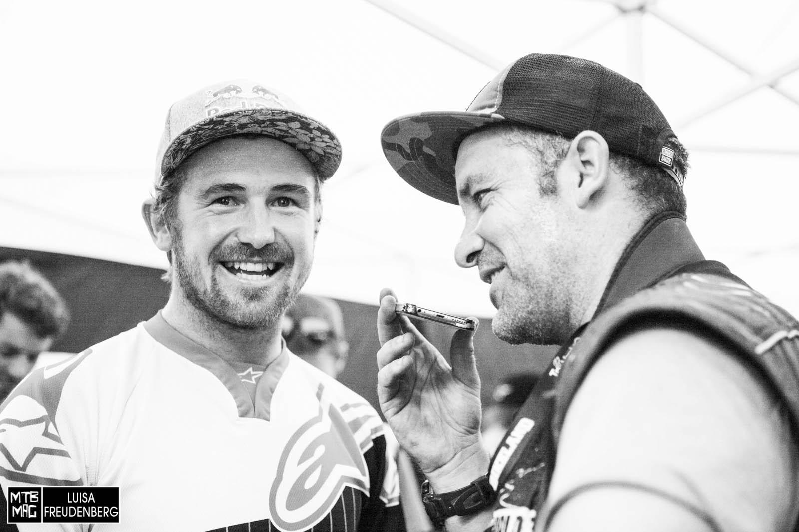 Brook MacDonald und Fotograf Sven Martin nach dem Rennen