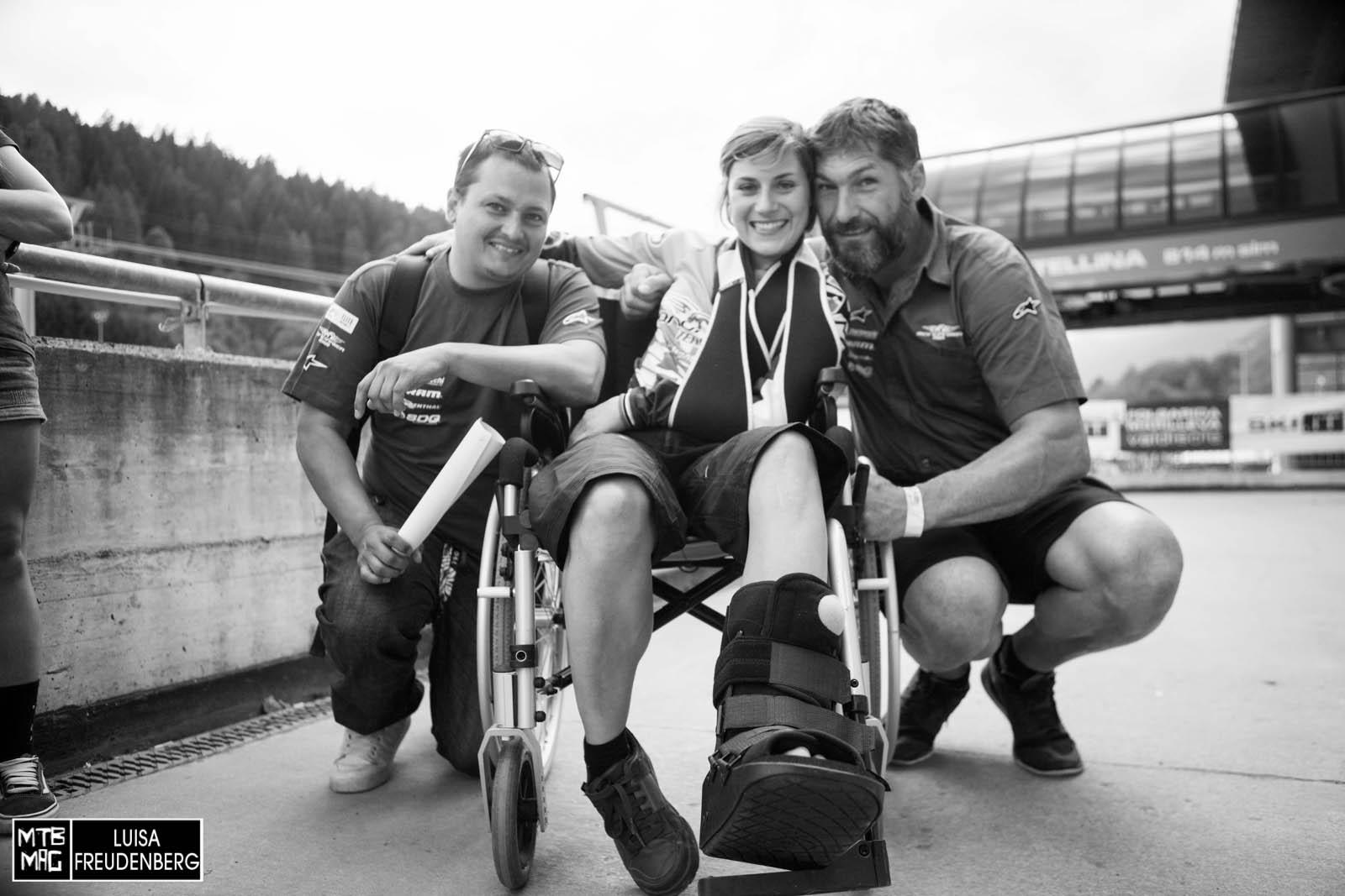 Emmeline Ragot zusammen mit Teammanger Lukas Haider und Teamchef Markus Stöckl nachdem sie ihren Rückzug aus dem Weltcup-Business ankündigte.
