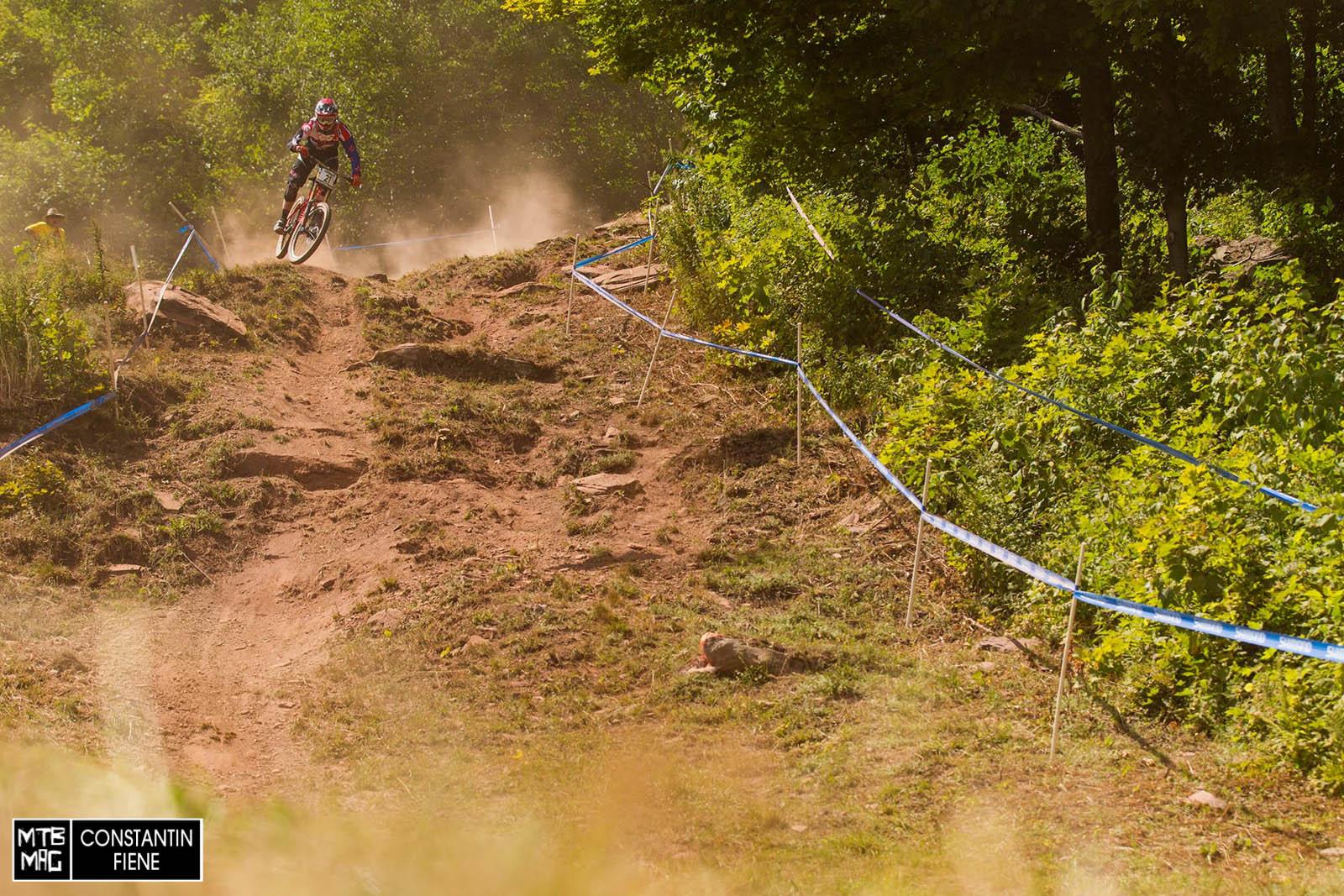 Jack Reading springt in das offene Steilstück hinein.