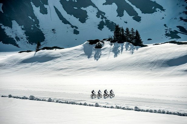 The second edition of Europe's first Snow Bike Festival will take place in GSTAAD from January 22 – 24, 2016 and will feature a 3 Day Stage Race, Eliminator Night Race, Fun Ride, Snow Bike Party & Fat Bike EXPO. Photo by: SNOW BIKE FESTIVAL/Stephan Boegli