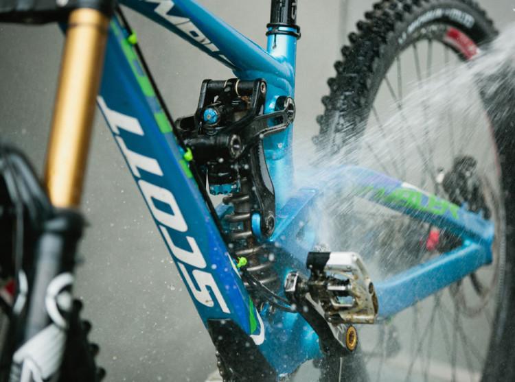 4_cleaningbike