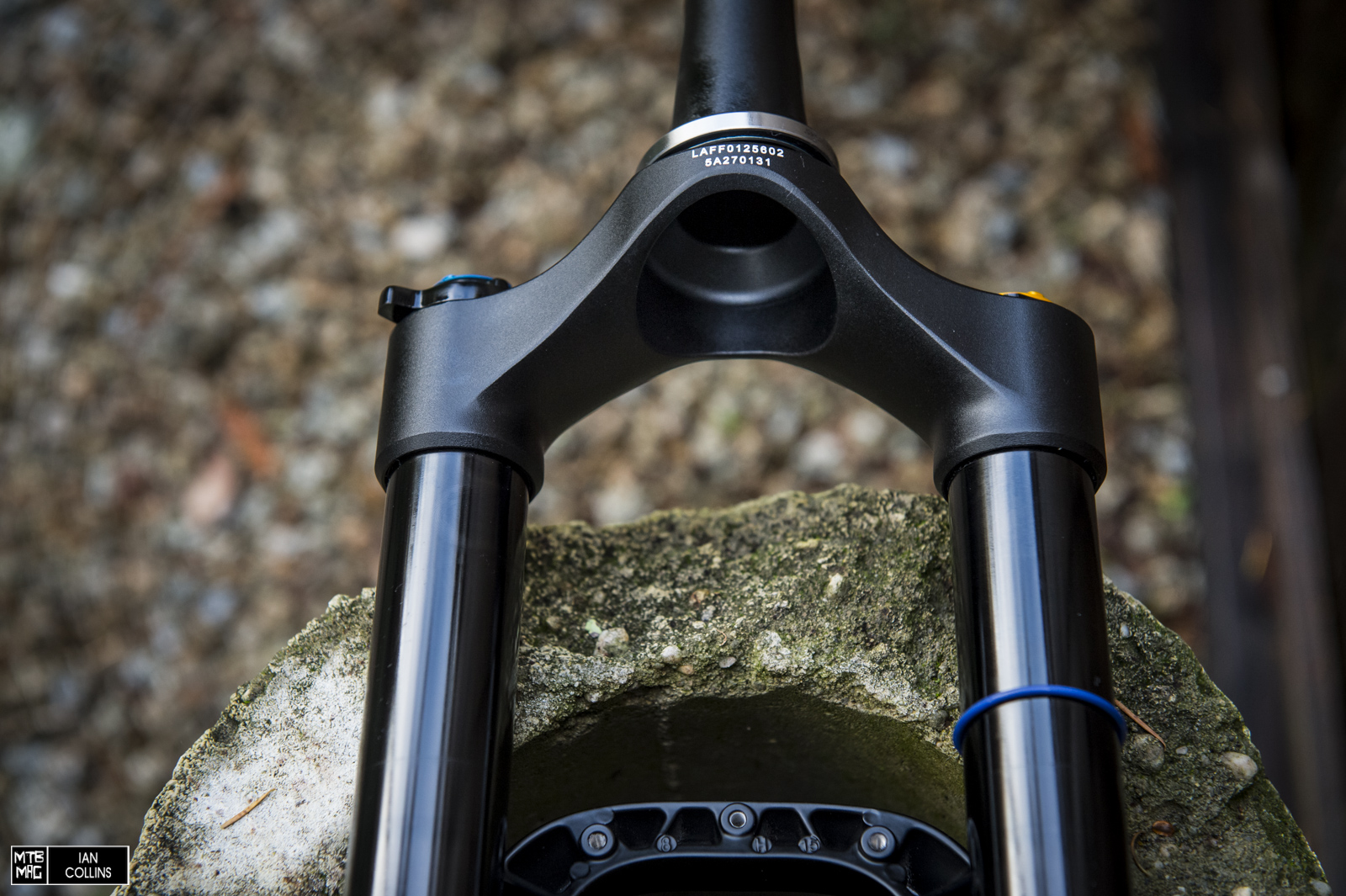 A closeup of the relief under the one piece crown/steerer.