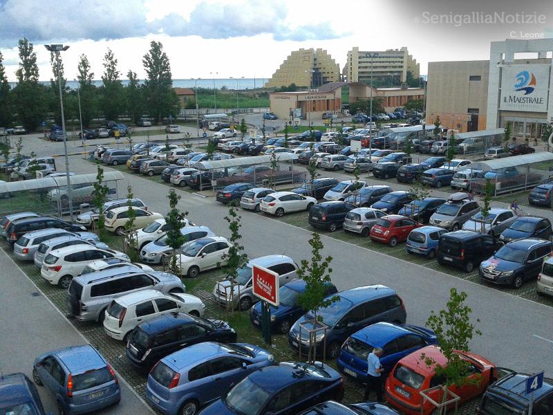 parcheggio-centro-commerciale-maestrale