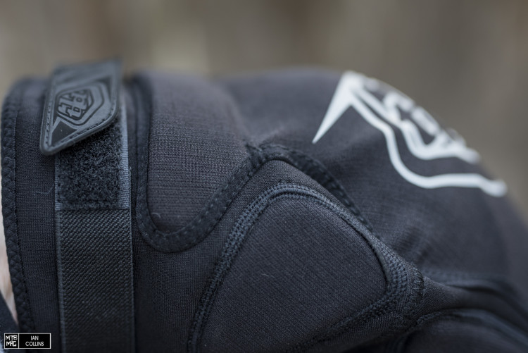 A minimalist singular strap above the knee keeps things secure.