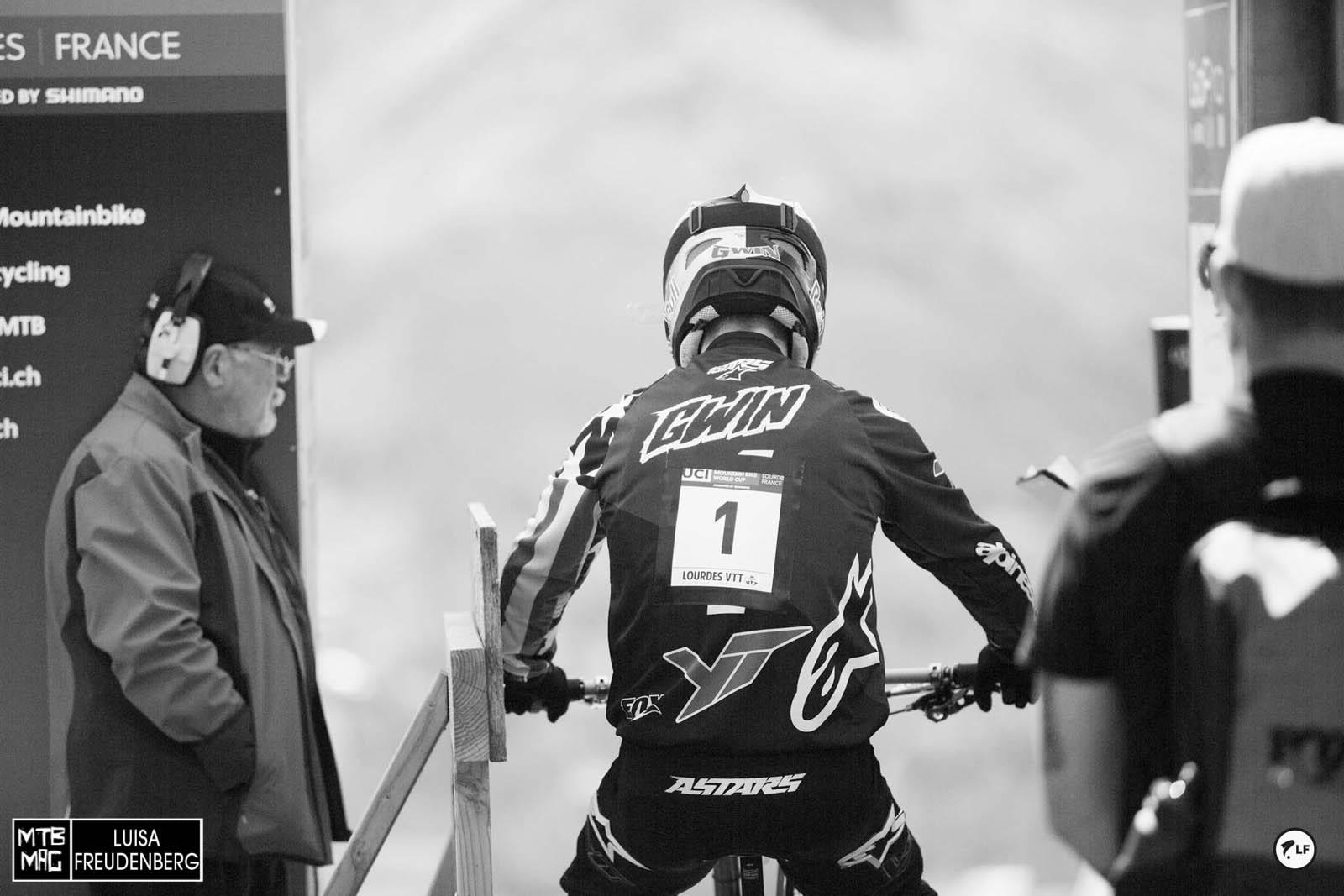 Er kam mit der Nummer 1 ins Rennen und verließ es auch wieder mit ihr. Somit hat er eindeutig bewiesen, dass er keine Eingewöhnungszeit auf seinem neuen Gefährt benötigt.