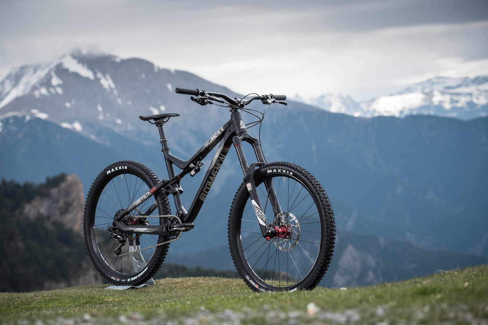 Meta-AM-Ride-Black8