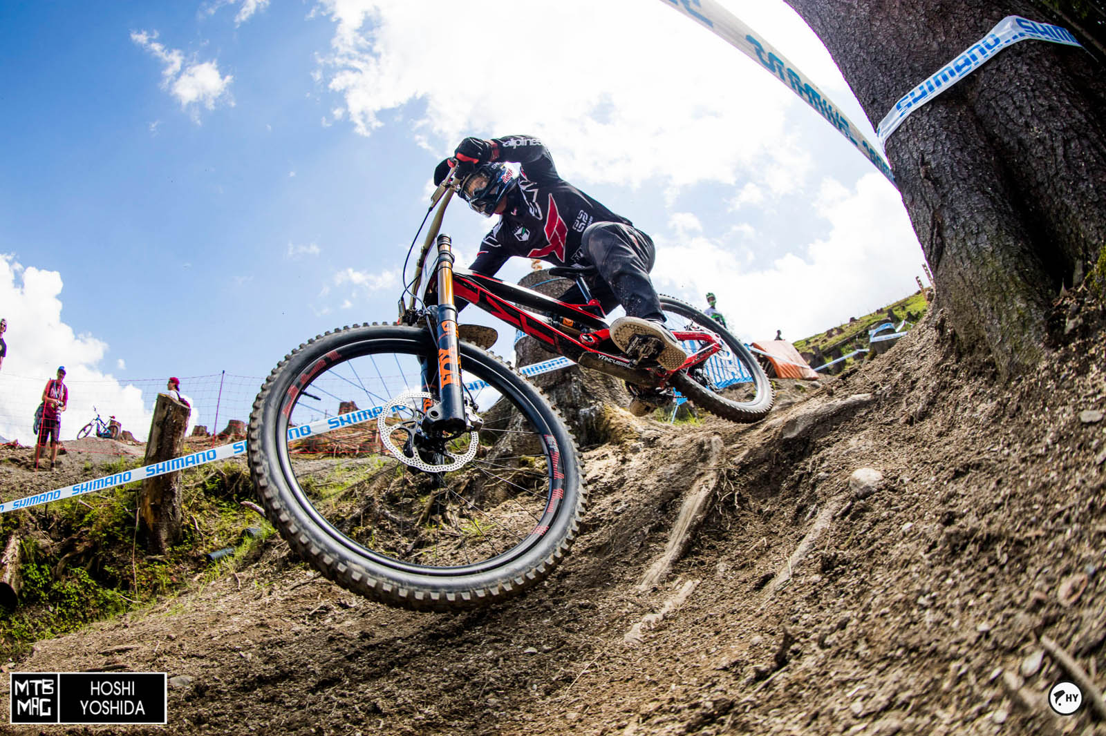 In Leogang Aaron Gwin won last year without chain. Legend!