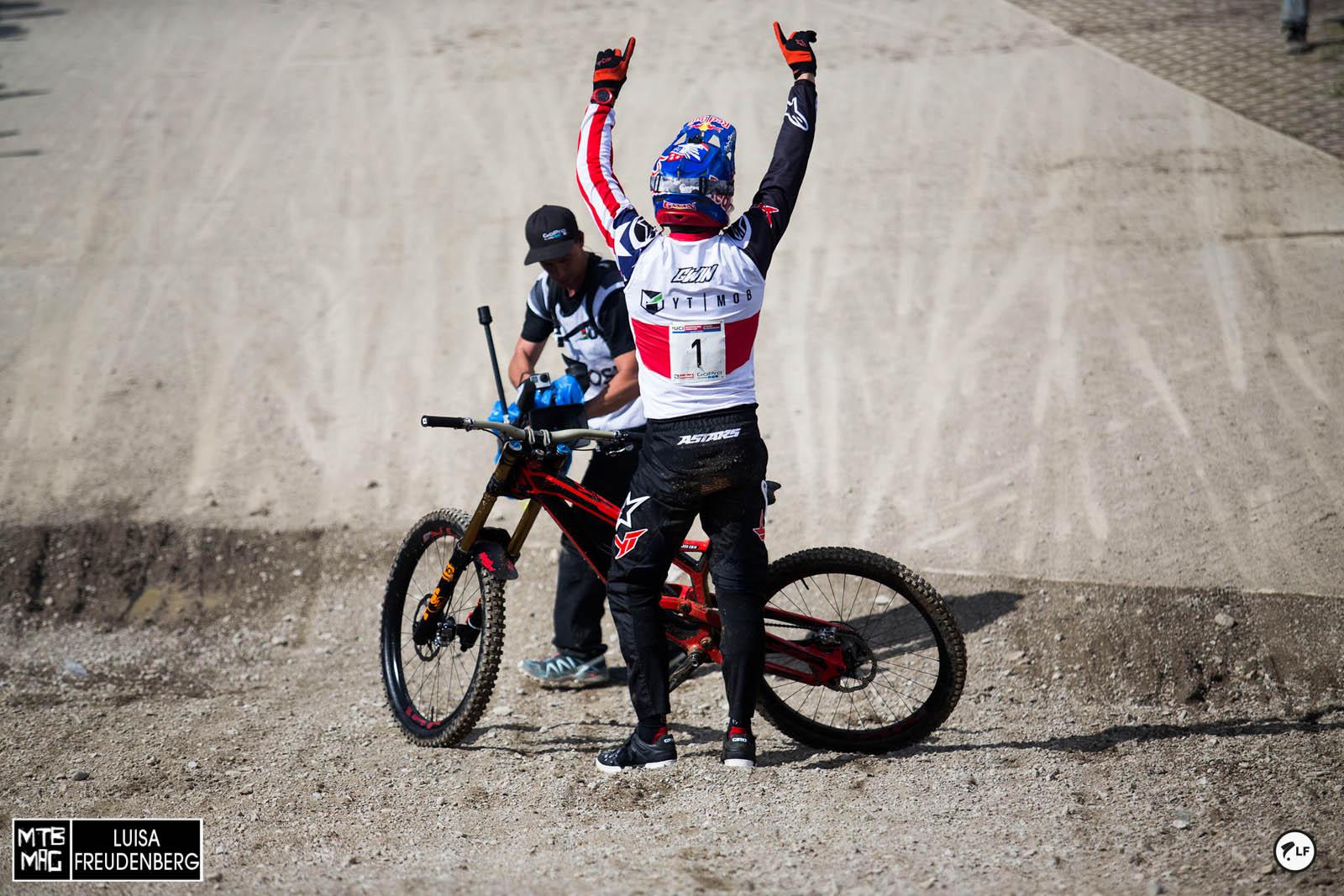 und er hat es wieder geschafft- Aaron Gwin entschied den Weltcup für sich und dieses Jahr ganz ohne technische Probleme. Obwohl wir in Leogang sind.