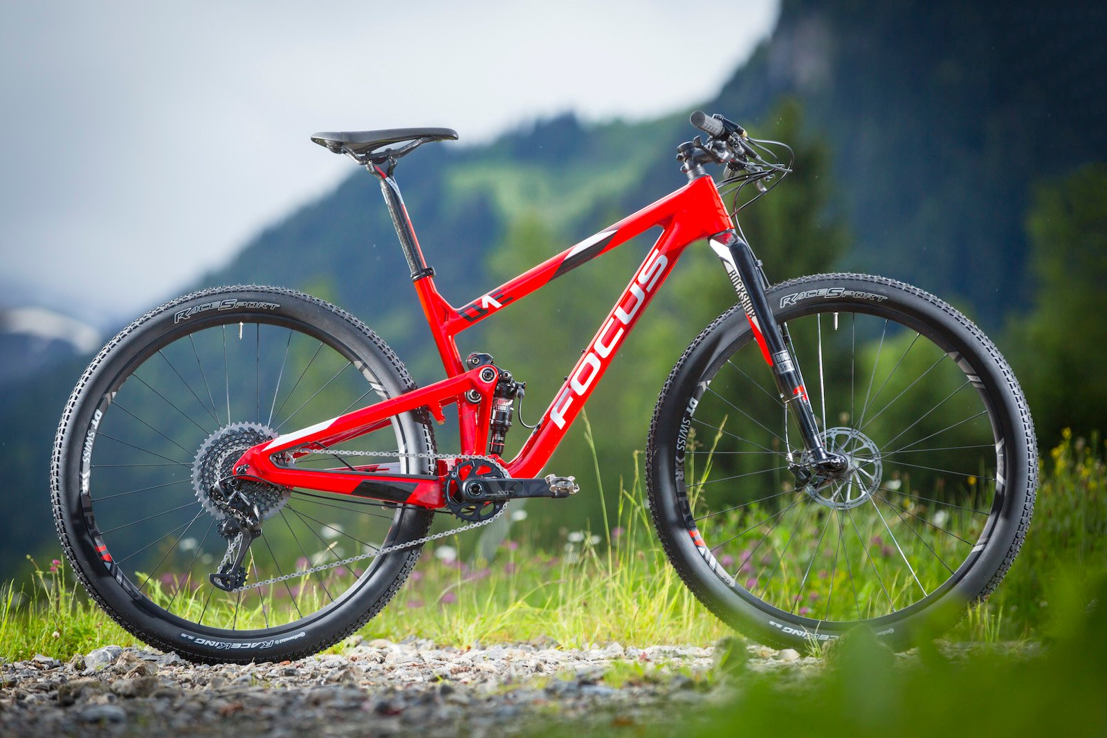 GD255803_Focus Morzine 2016 Bikes_One
