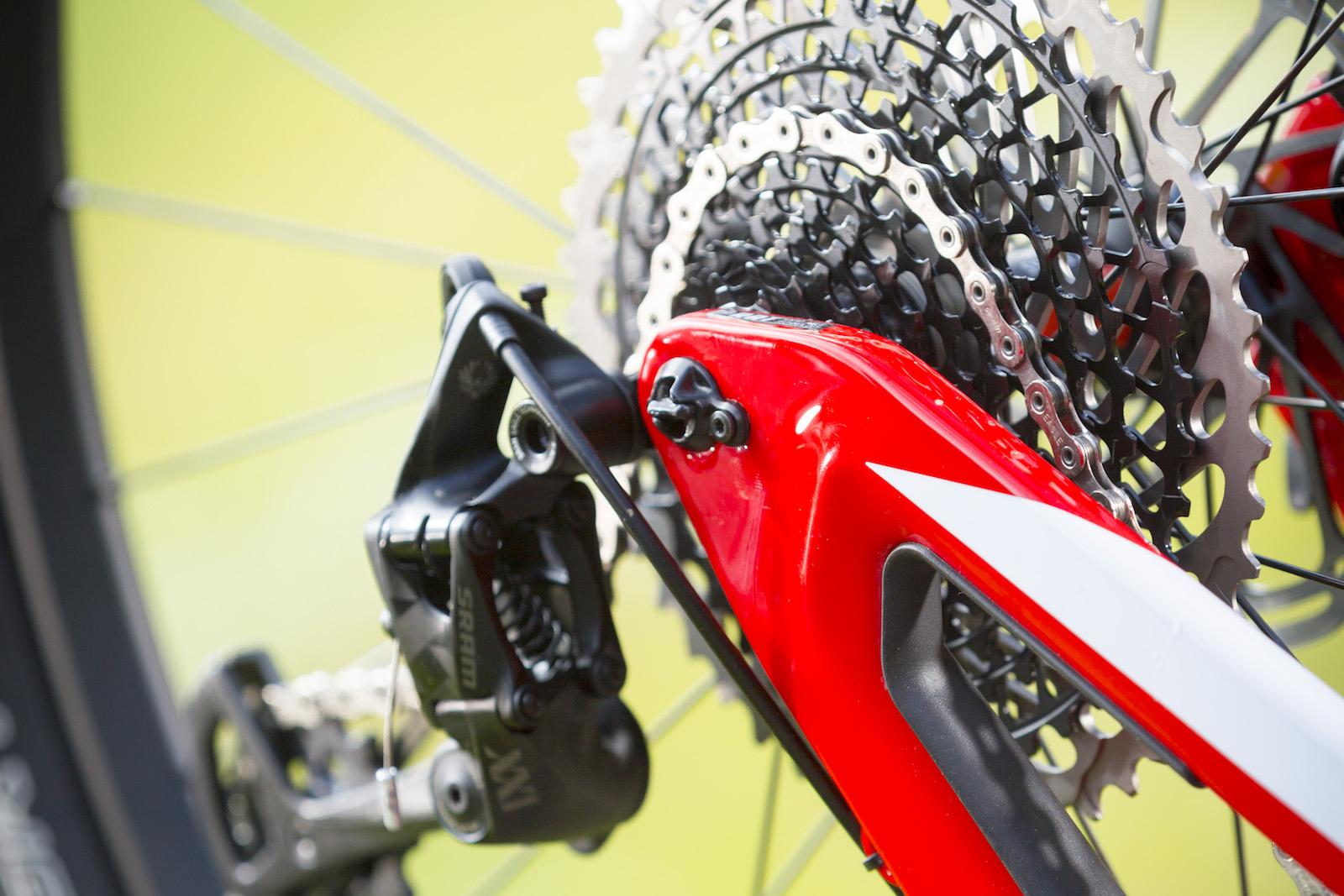 GD255837_Focus Morzine 2016 Bikes_One