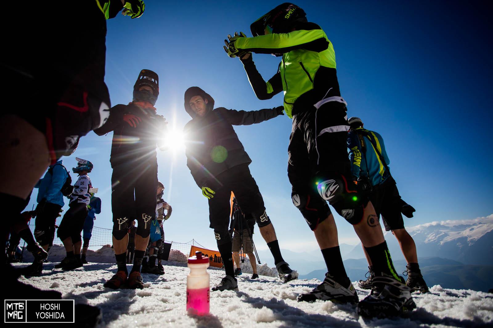 Nicolas Quere e Cedric Ravanel fanno esercizi di riscaldamento