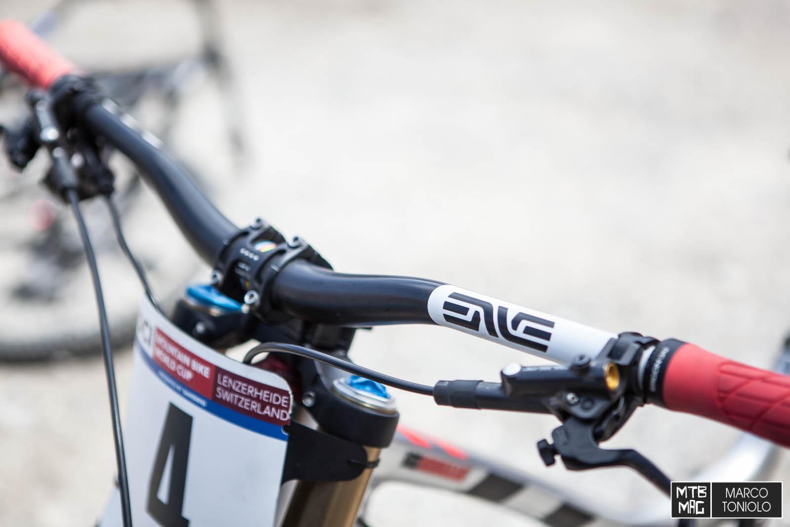 Bike Check] Greg Minnaar\'s Custom Santa Cruz V10 | MTB-MAG.COM