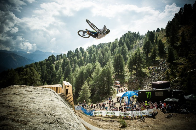 Suzuki Nine Knights MTB 2016__day6_action_patrick schweika_david_malacrida_distillery_nbh_LR
