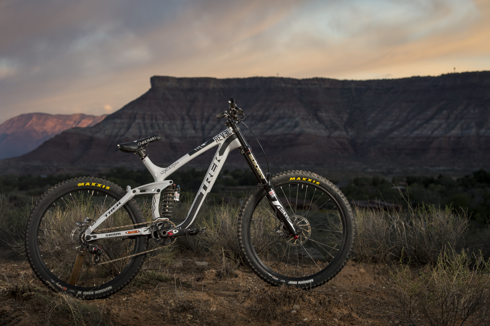 [Bike Check] Brandon Semenuk's Trek Session | MTB-MAG.COM