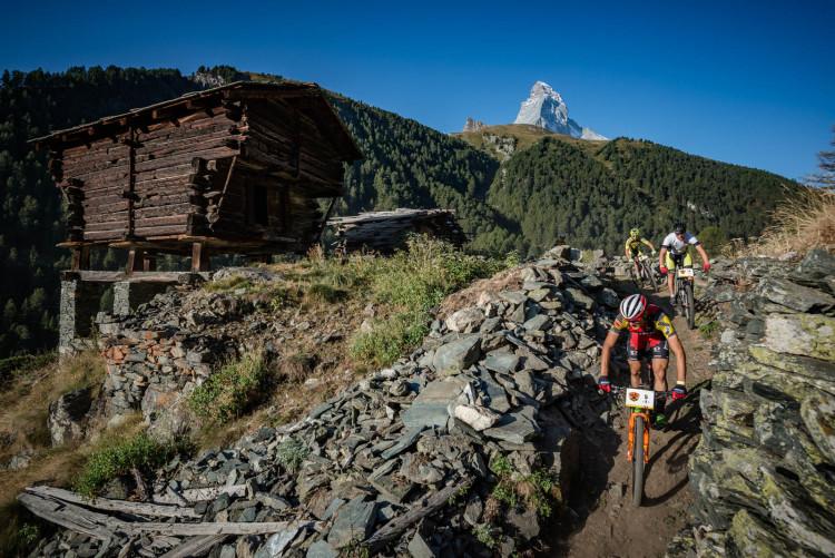 PSE_2016_apix_etappe_1-091_Leaders_around_Zermatt-2