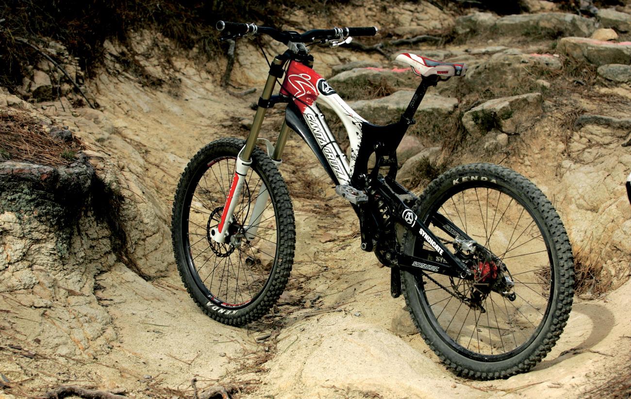 10 bicicletas que cambiaron la historia del dh mtb mag en 2002 santa cruz adquiri la patente del sistema de suspensin pvp punto de pivote virtual dando a la luz al primer modelo v10 thecheapjerseys Gallery