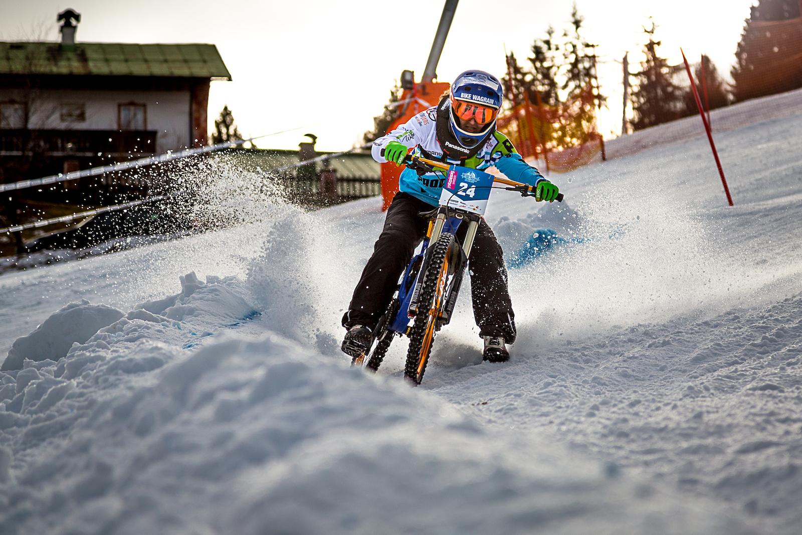 Elke-Rabeder-Ride-Hard-on-Snow_Foto(c)Friedrich-Simon-Kugi