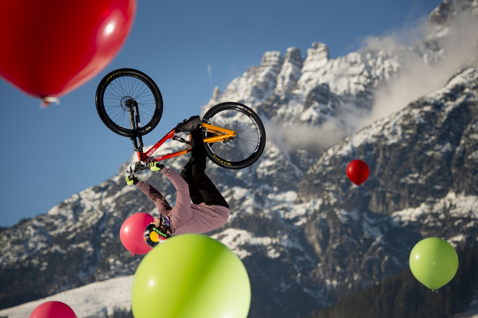 WhiteStyle_2016_Balloon_Shooting_Szymon_Godziek_Photo_Christoph_Laue_02
