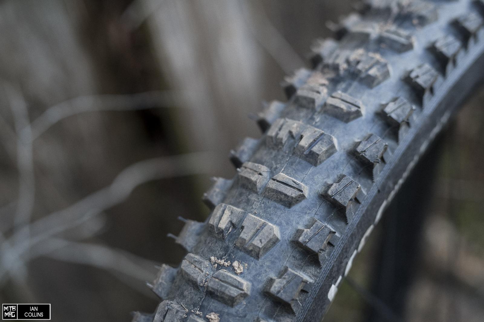 """29/"""" x 2.4 2019 Black E*thirteen TRS MoPo All-Terrain Tire"""